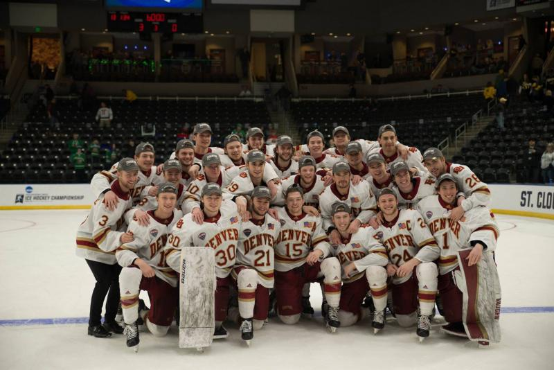 Hockey Advances to Frozen Four