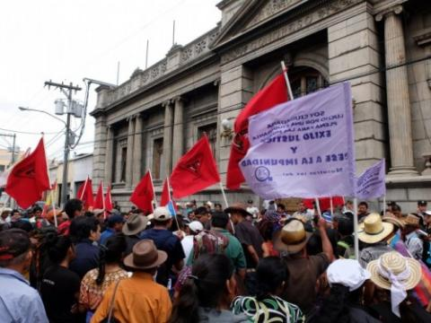 Protesters seeking electoral reforms in front of the Guatemalan Congress in 2015