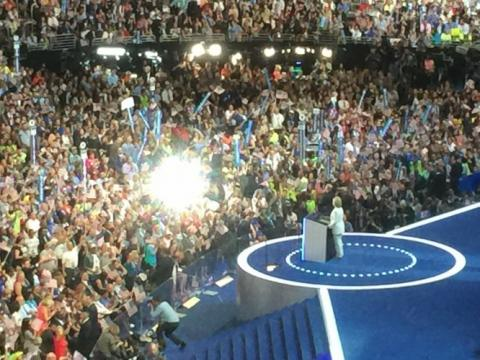 clinton-on-stage