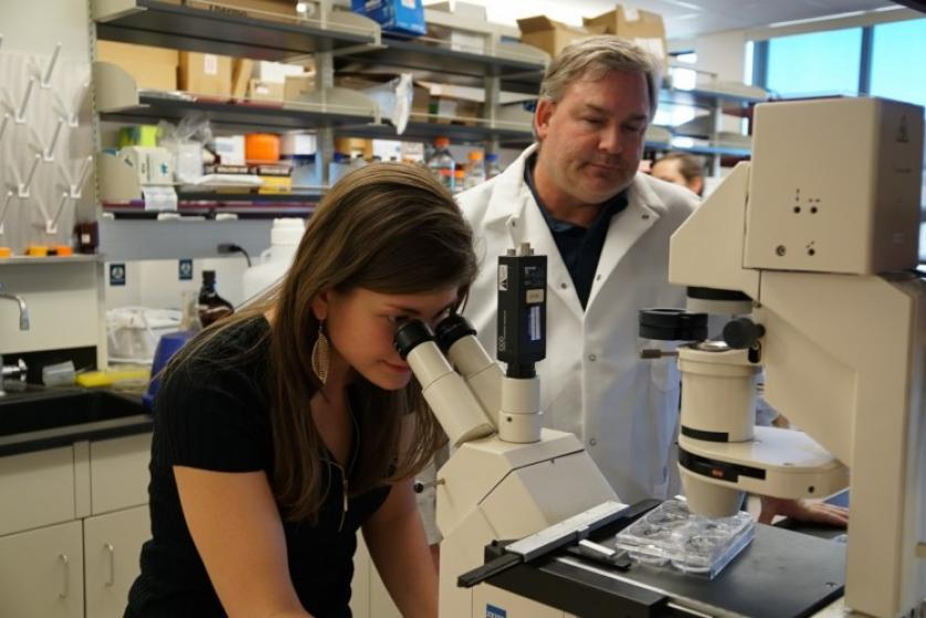 Dan Linseman works with Lilia Koza in his lab.